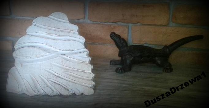 socha, biele ošumelé elegantný retro loft