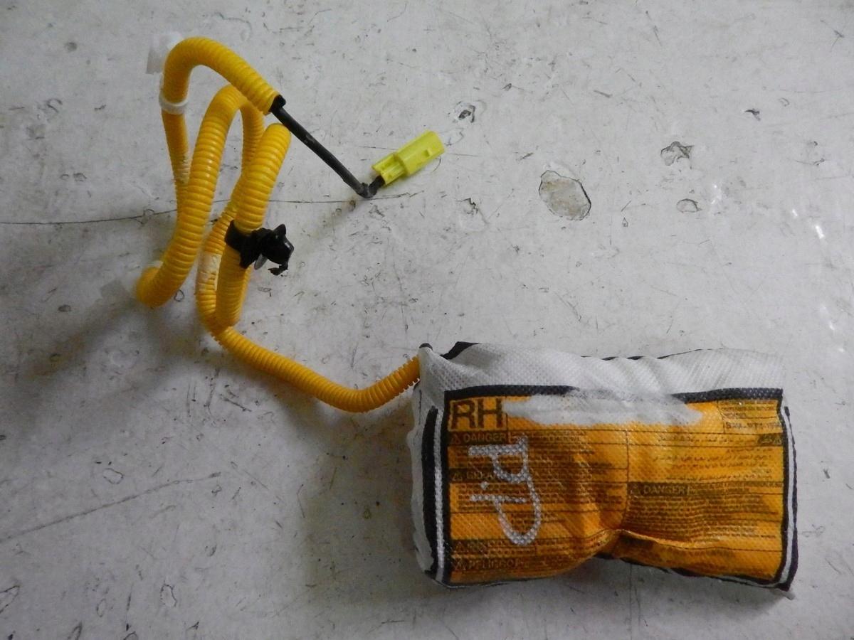 подушка кресла права toyota toyota avensis 09-19