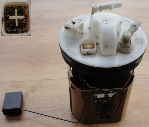MAZDA 6 2.0 CITD 04 R Senzor hladiny paliva