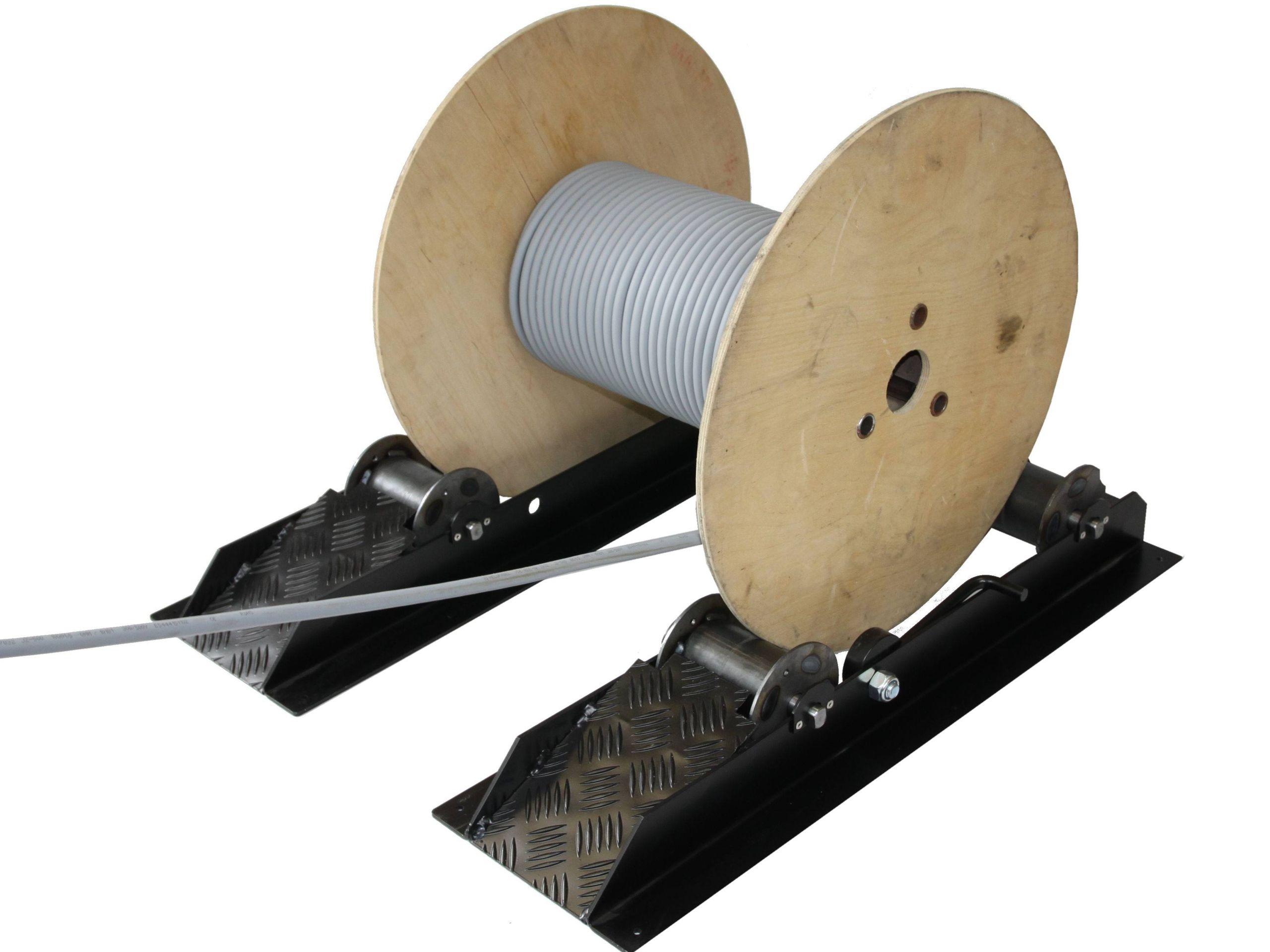 Odvíjanie 1500 kg bubnov pre káblové bubny