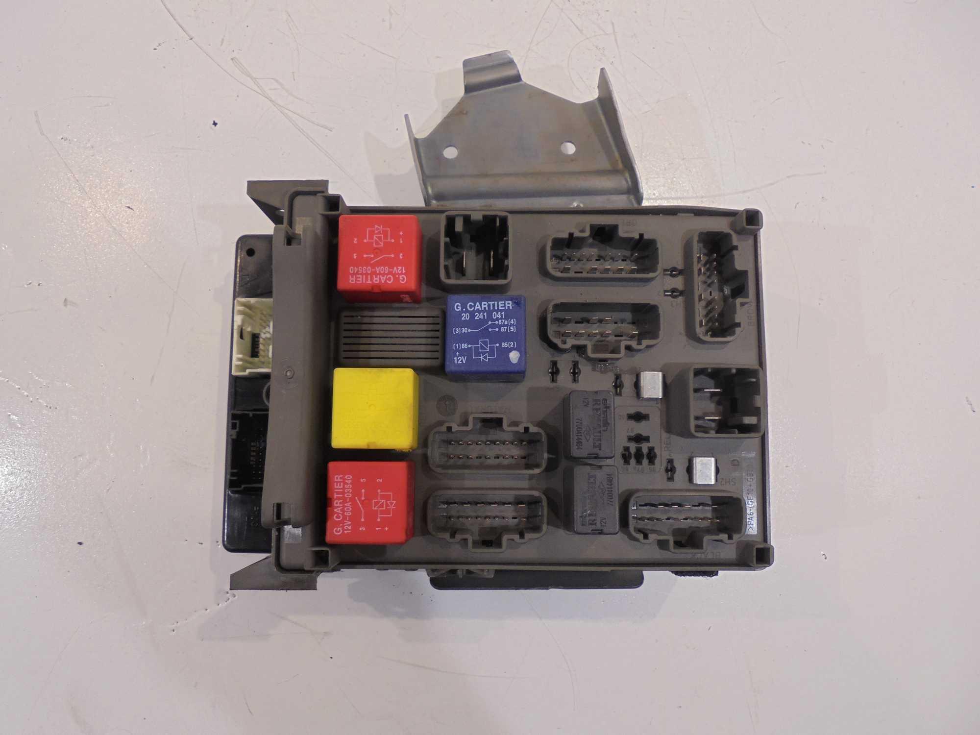 Caja De Fusibles Renault Espace Iv 2 2 Dci Xdalys Lt