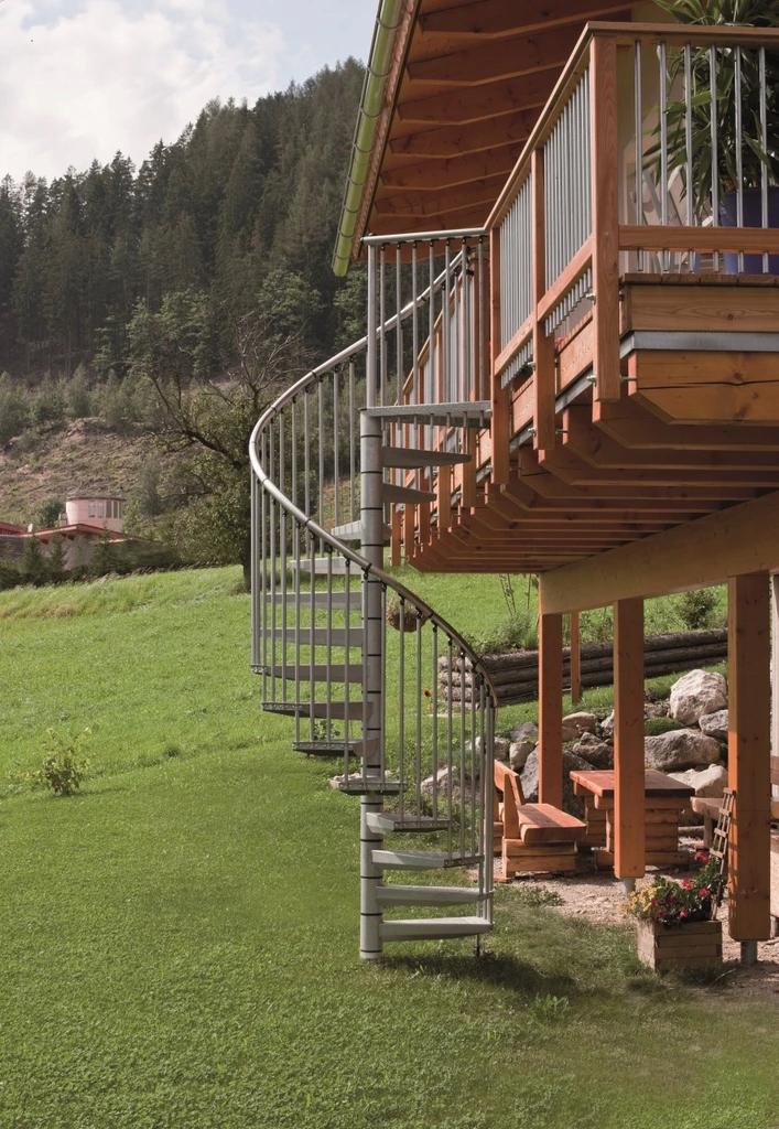 Лестница внешняя винтовая оцинкованная Rondo Ø140
