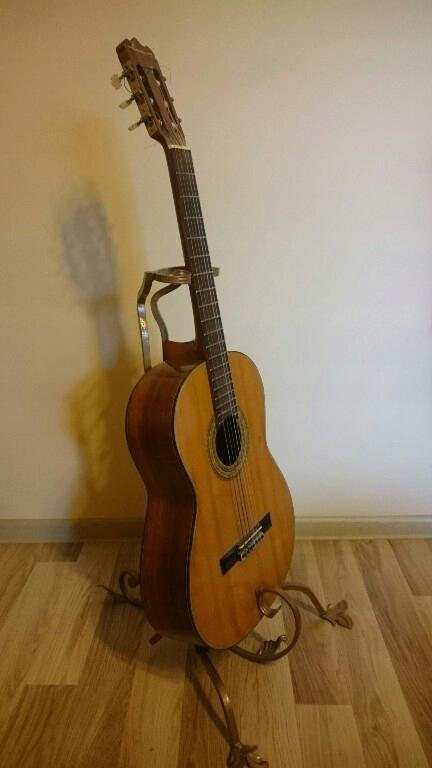 Stojak stał kuta na gitarę nowy