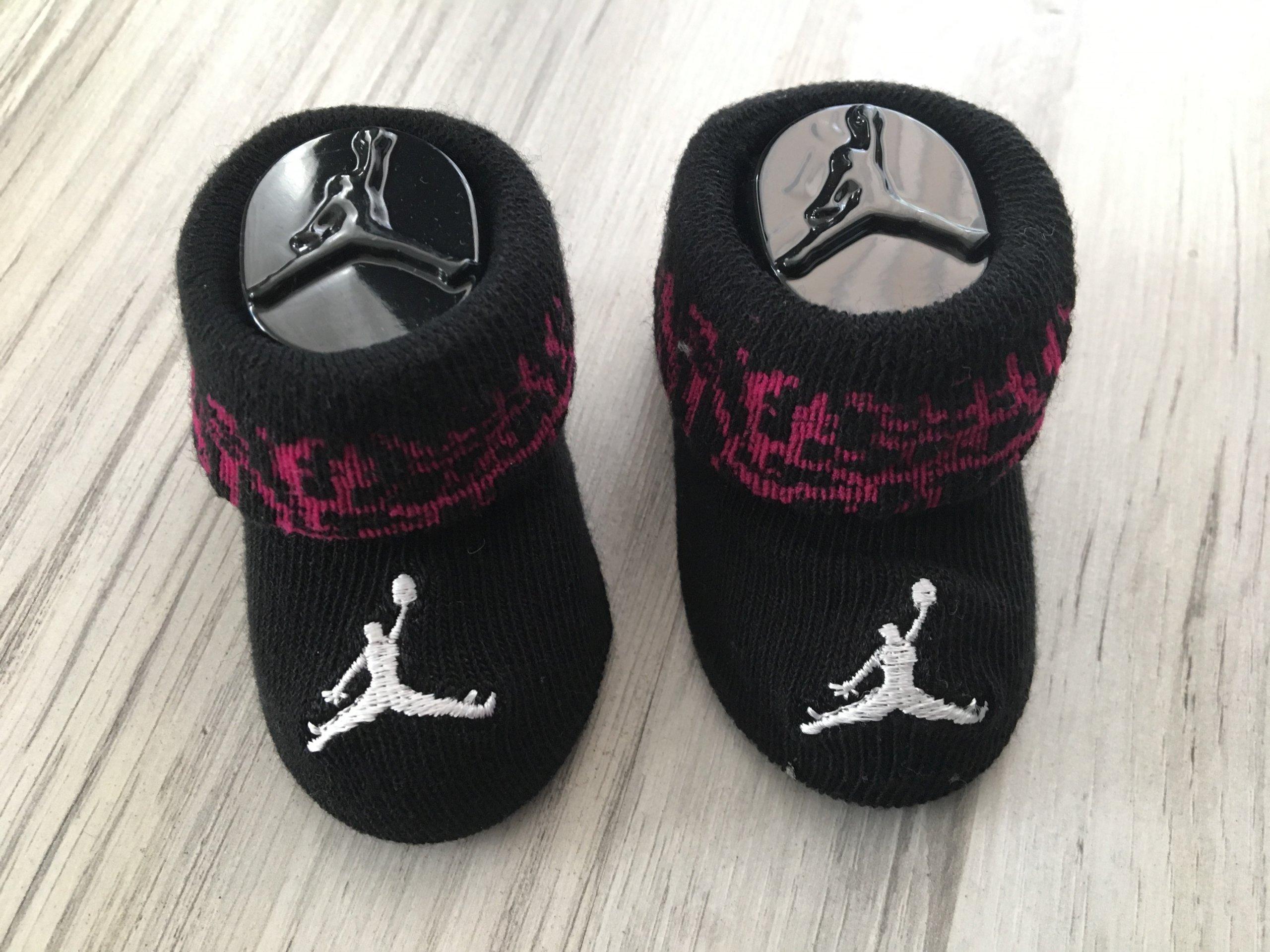 Air Jordan komplet dziecięcy body czapka skarpetki