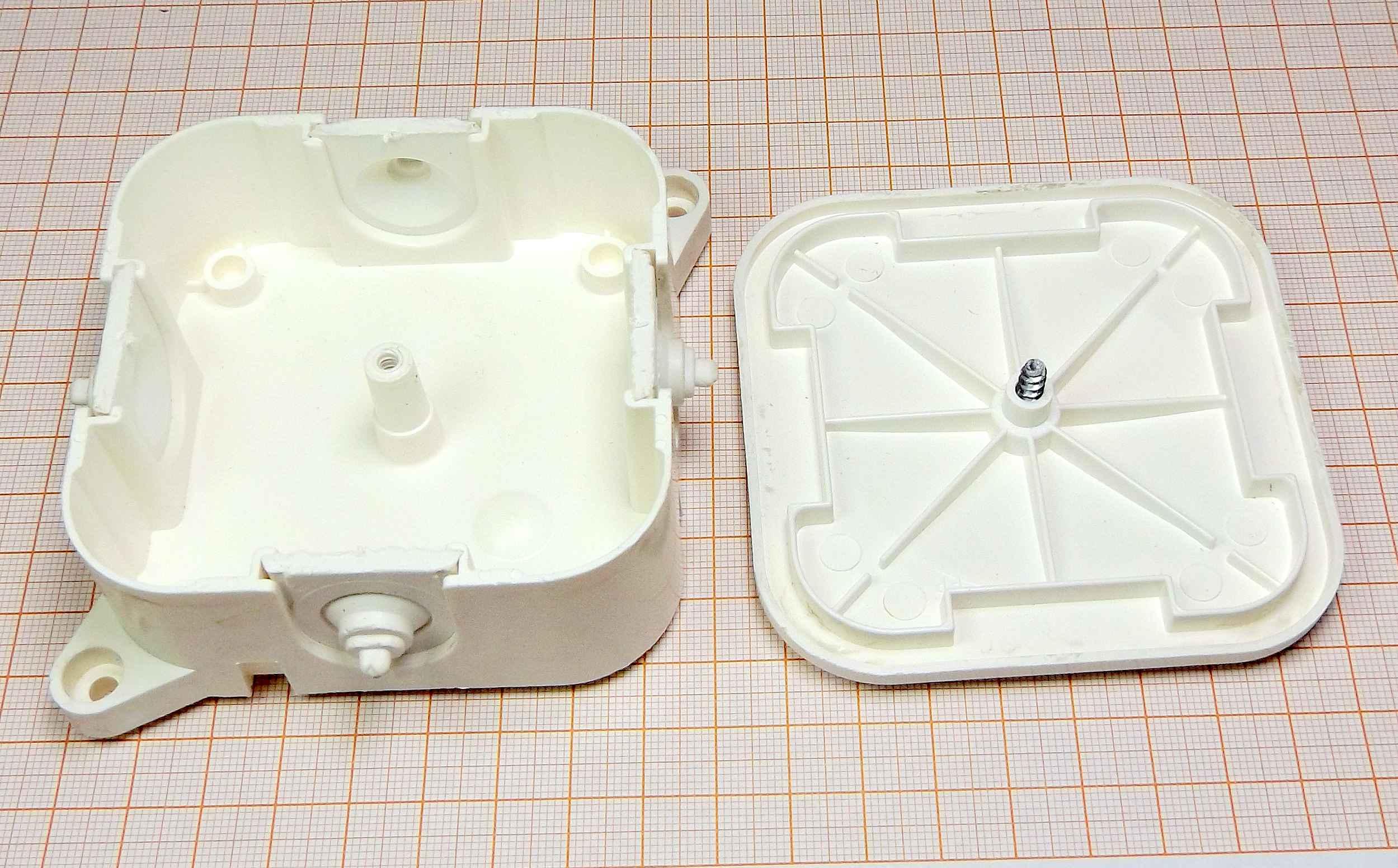 Puszka instalacyjna natynkowa biała [B]