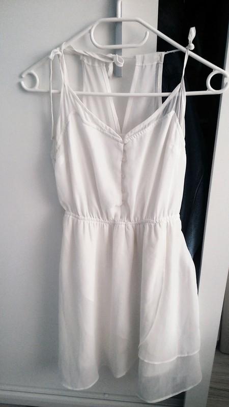 49d248f60d Biała letnia zwiewna sukienka M Bershka - 7209521189 - oficjalne ...