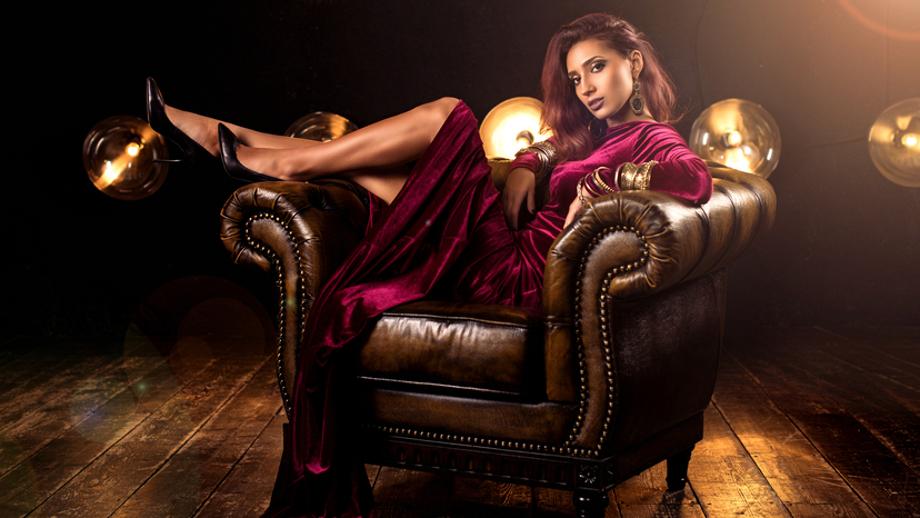 Aksamitna sukienka – idealna kreacja na jesienne imprezy