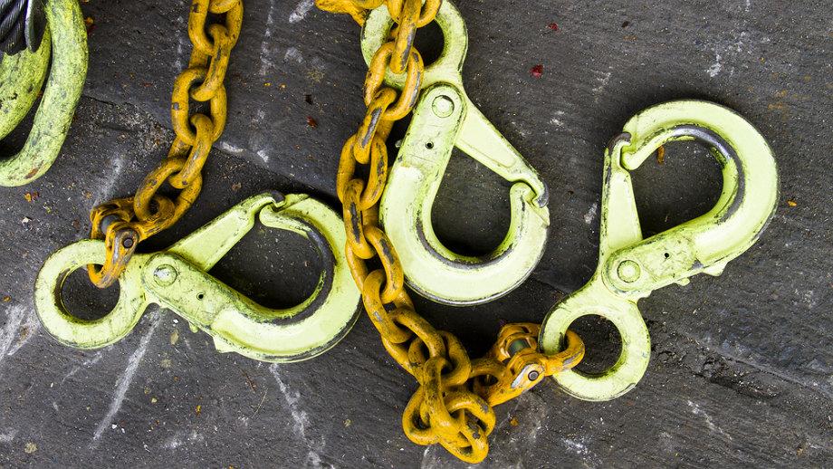 Niezbędny przy ciężkim ładunku – przegląd odciągów łańcuchowych