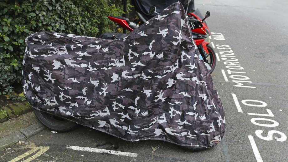Zimowy postój motocykla