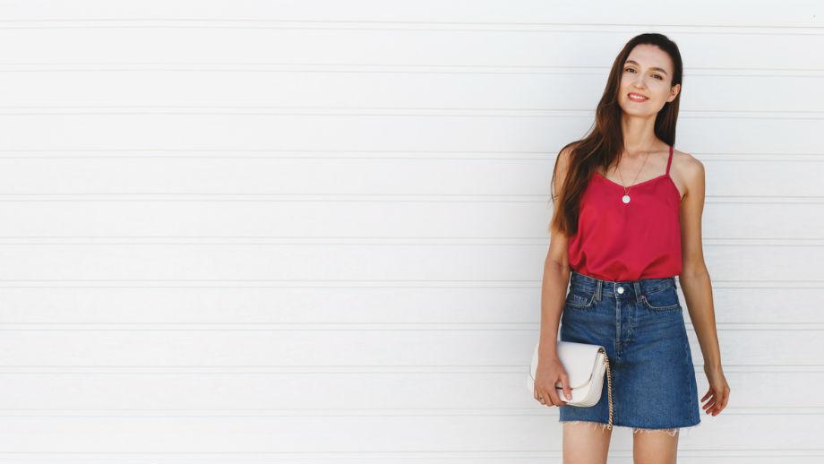 Z czym zestawić minispódniczkę jeansową?
