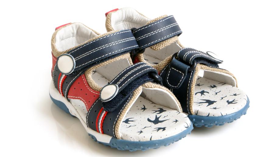 Skórzane buty dla chłopca na lato – przegląd