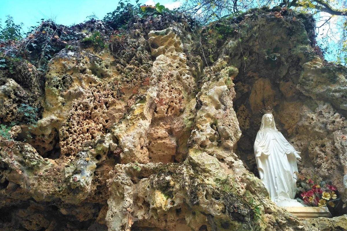 lapidáriová kamenná jaskyňa