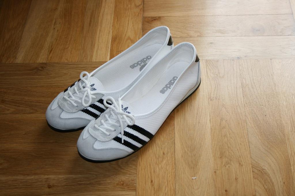 Balerinki Adidas sznurowane R39