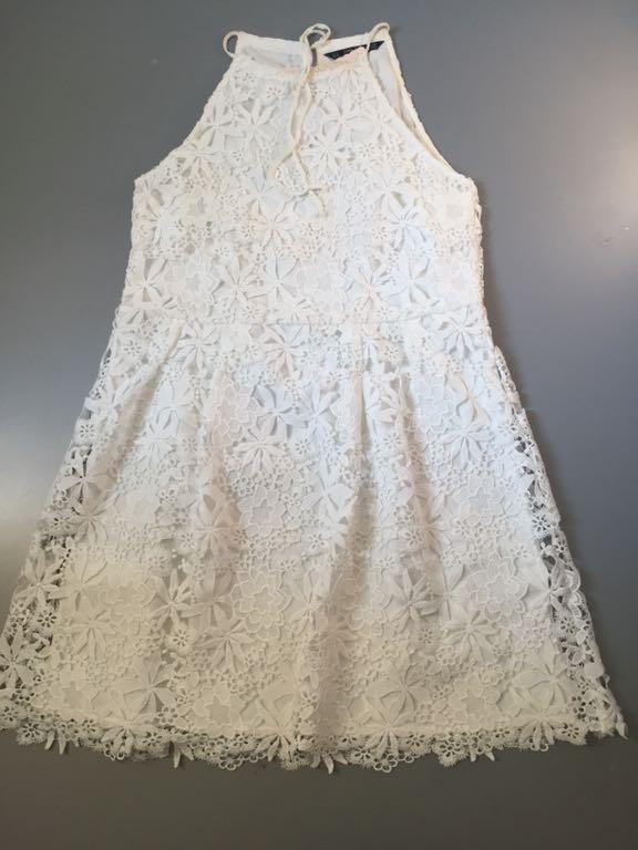biala sukienka koronka zara