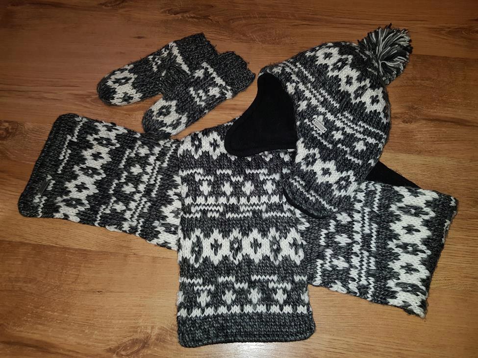 Komplet na zimę: czapka, szalik rękawiczki H&M