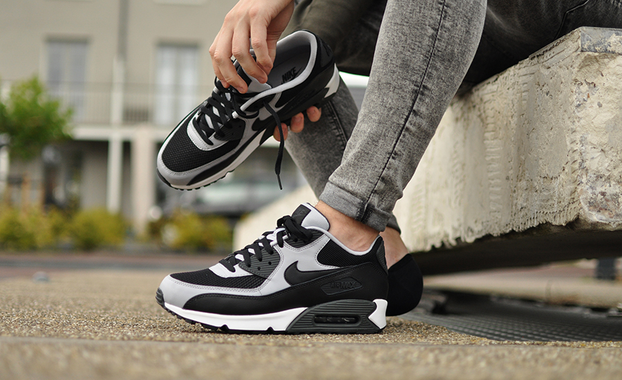 Nike Air Max 90 Essential 537384 053 czarny