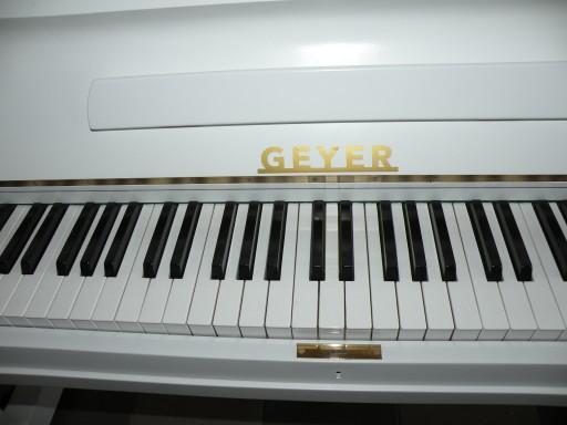 == Pianino marki  GEYER  białe jak nowe  ==